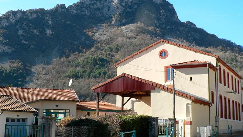 Vue de l'école d'Arignac - Ariège Occitanie