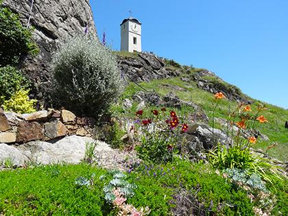 Vue printanièer du clocher - Commune d'Arignac Ariège (09)